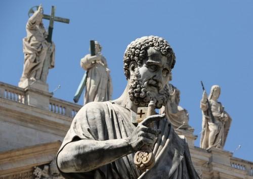 Statua_di_San_Pietro_realizzata_da_Giuseppe_De_Fabris_-_Piazza_di_San_Pietro_resize.jpg