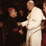 Oscar_Arnulfo_Romero_with_Pope_John_Paul_II.th.jpg