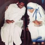 Father_Felix_Raj_with_Blessed_Mother_Teresa.th.jpg