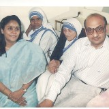 Mother_Teresa_n_Ahwinbhai.th.jpg
