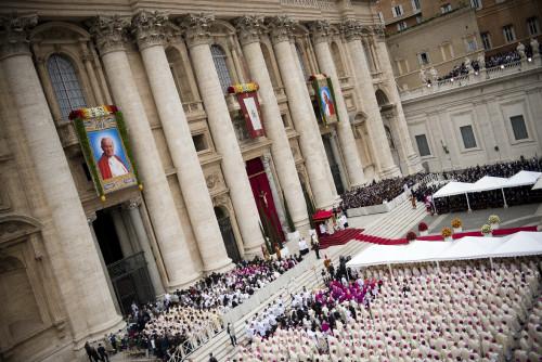 Canonization_2014-_The_Canonization_of_Saint_John_XXIII_and_Saint_John_Paul_II_14036819834_resize.jpg