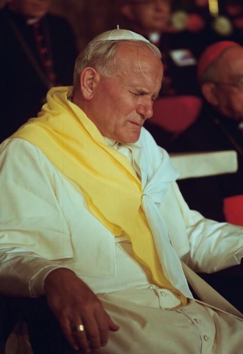 John_Paul_II_in_Colombia.jpg