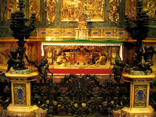 Tomb_of_St._Ignatius.jpg