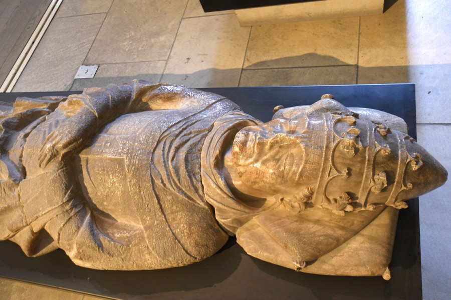 Avignon_Musee_du_Petit_Palais_Pape_Urban_V._1370_28839944058.jpg