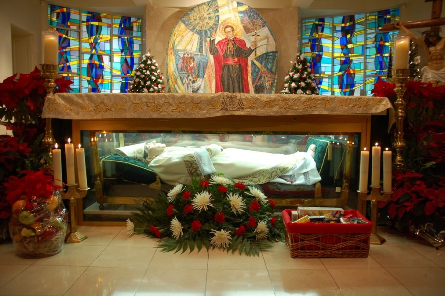 Shrine_of_St._John_Neumann.jpg