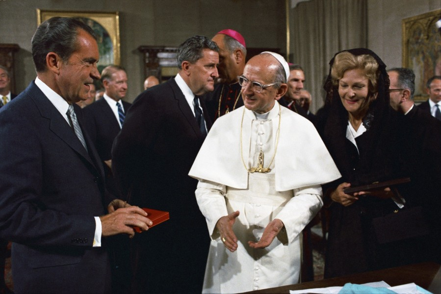President_Richard_Nixon_and_Pope_Paul_VI_resize.jpg