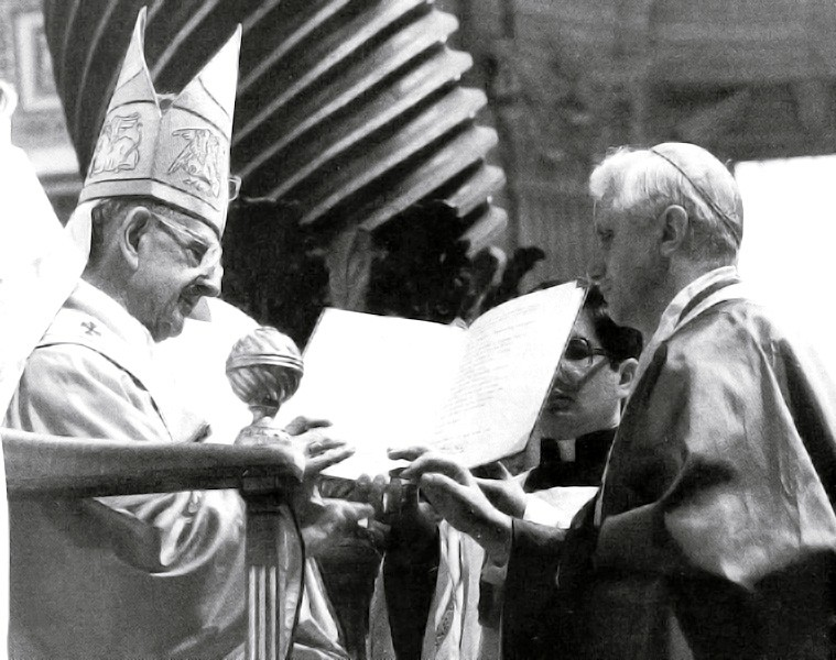 paul_VI_and_Joseph_Ratzinger.jpg